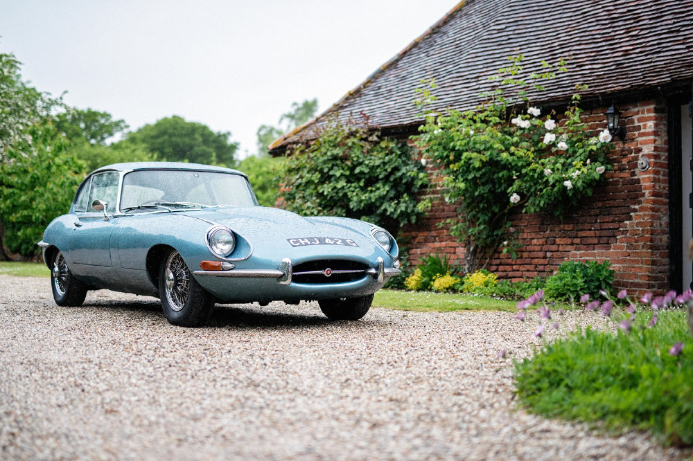 10 Reasons To Hire A Classic Car For Your Wedding