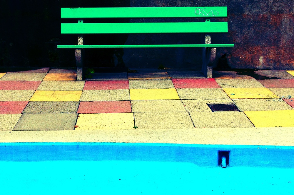 We Find Out What It Means To Dream About A Swimming Pool