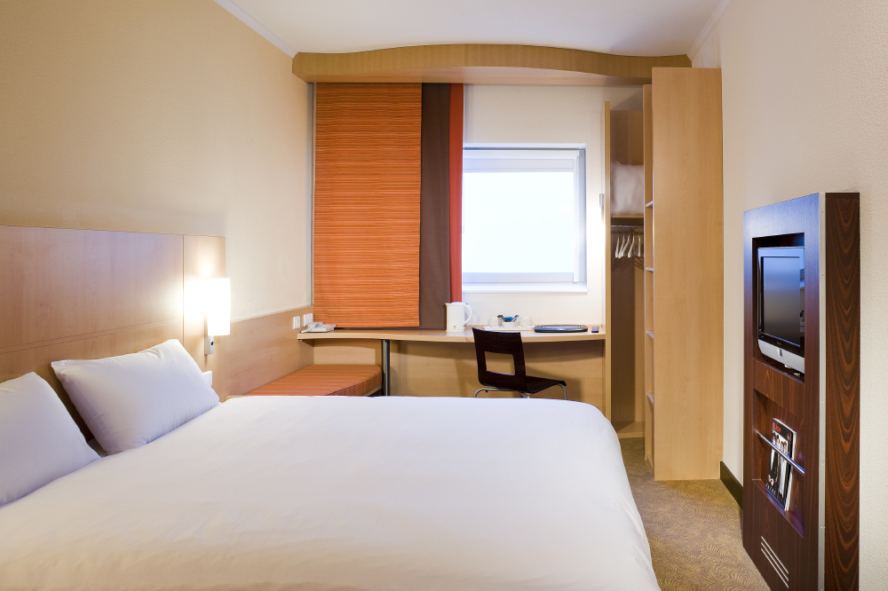 Ibis Hotel bedroom London Gatwick