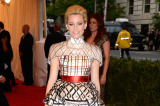 Elizabeth Banks looks stunning in Mary Katrantzou