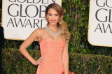 Jessica Alba looked beautiful in coral Oscar de la Renta