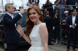 Isla Fisher looks summery in white