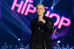 Eminem has invited Justin Bieber over for Christmas