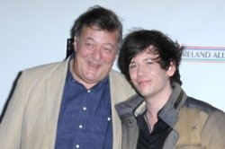 Stephen Fry to quit the UK for the US