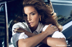 Cindy Crawford reveals her must-have for lustrous locks