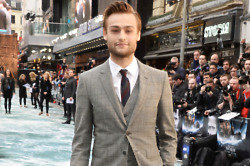 Noah Red Carpet  - Douglas Booth