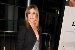 Jennifer Aniston doesn't think Courtney Cox should rush down the aisle