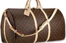 маленькая плоская сумка без ручек напоминающая косметичку, которую носят...