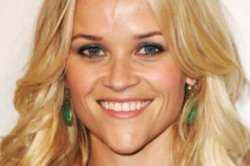 Reese Witherspoon says Aniston Attractive