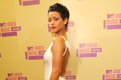 Rihanna showed off her new do at the MTV VMA awards last week