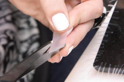 Monochrome nail art: How to
