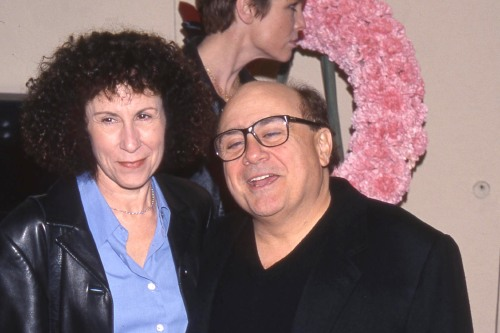 Rhea perlman and danny devito wedding