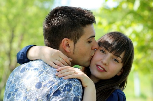 cheek to hug dating services