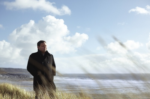 Paul Potts returns with new album 'On Stage' / Credit: Max Dodson