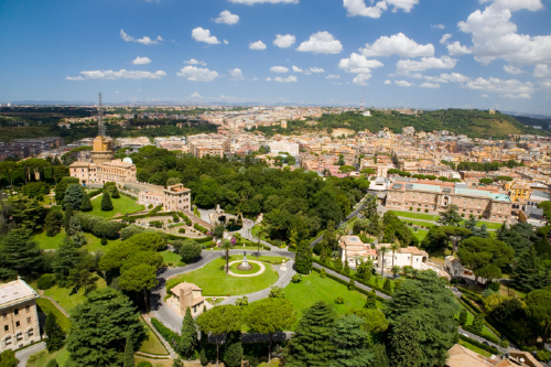 30 amazing places to visit before you turn 30 in pictures for Jardines vaticanos