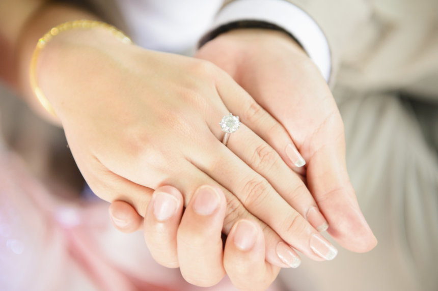 Top engagement ring tips for men who want to propose in December