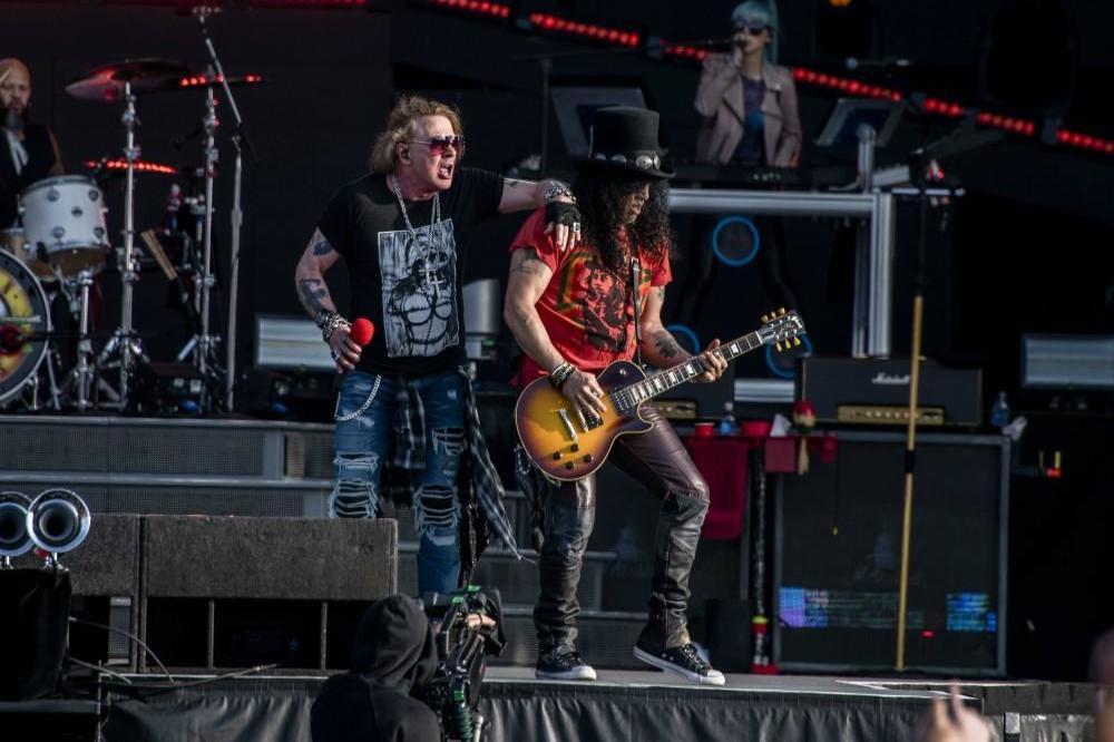 Guns n Roses - Live and let die - Download Festival   ...
