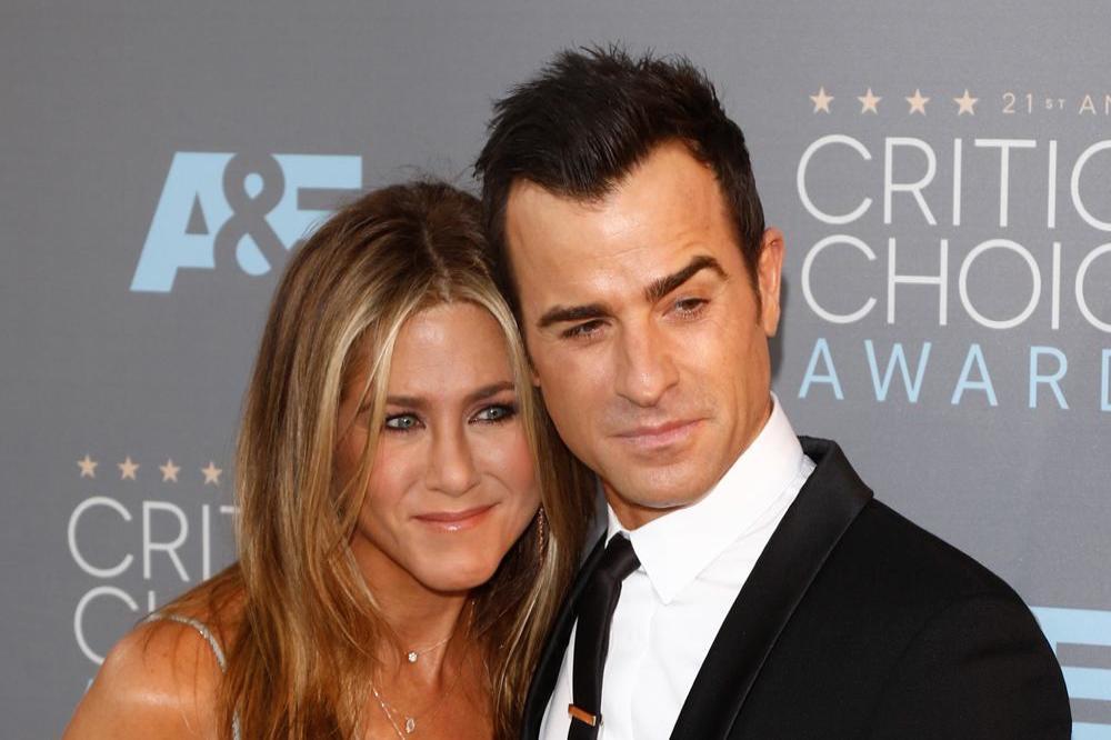 Jennifer Aniston mocks Justin Theroux's bad jokes