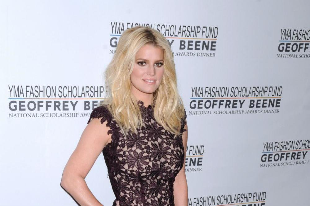 Jessica Simpson Shares her 100 Pound Weight Loss After Giving Birth!