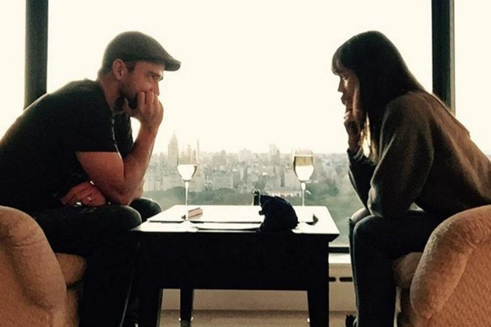 Justin Timberlake and Jessica Biel play Scrabble