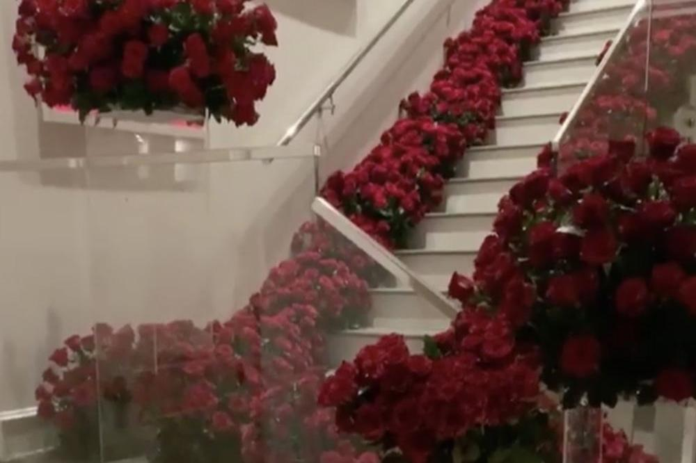Kylie Jenner's home filled with flowers  (c) Instagram