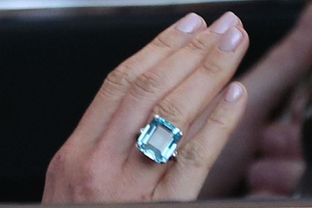 meghan markle wore princess diana s ring to reception meghan markle wore princess diana s