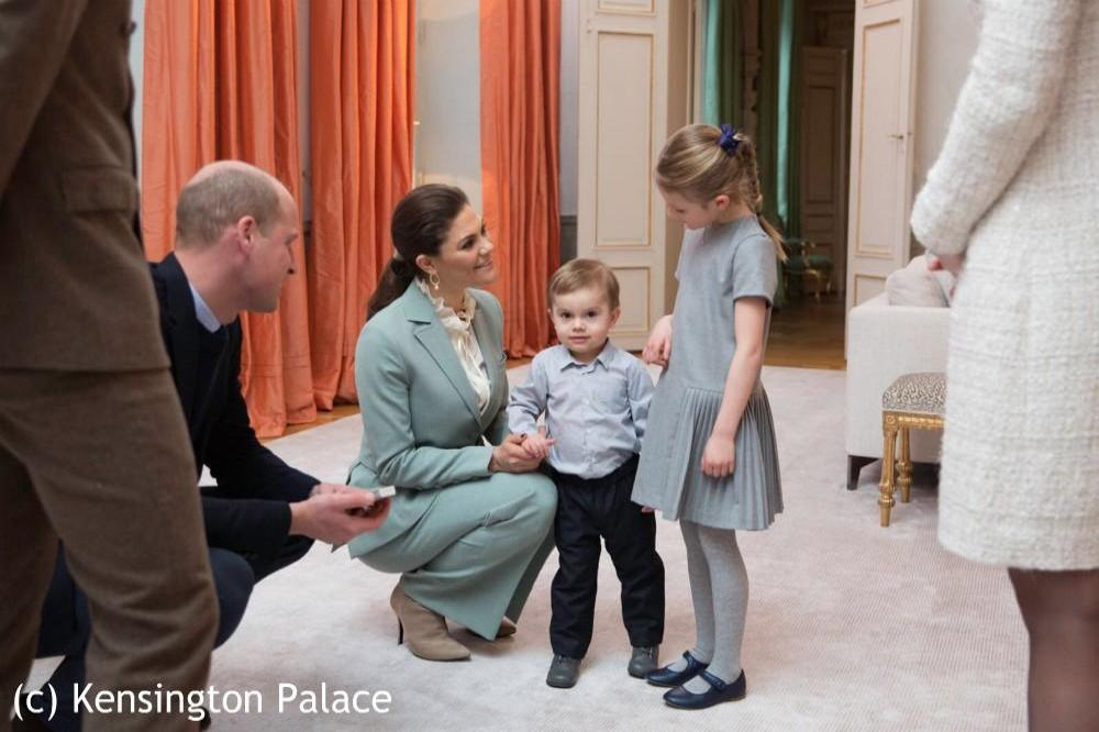 Prince William with the young Swedish Royals via Twitter (c)