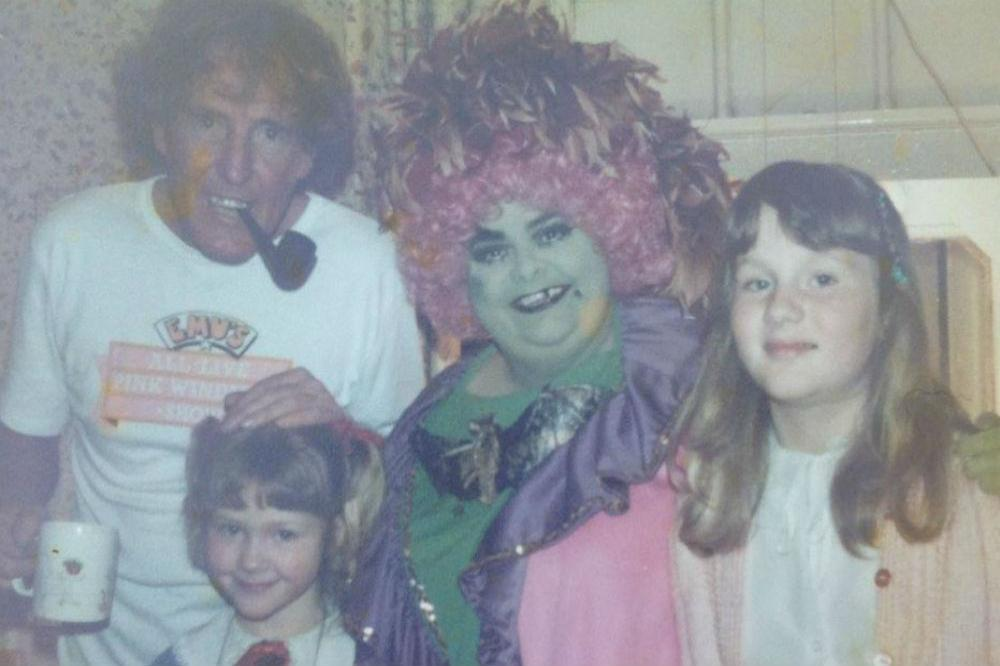 Rod Hull, Carol Lee Hull and her nieces (c) Twitter