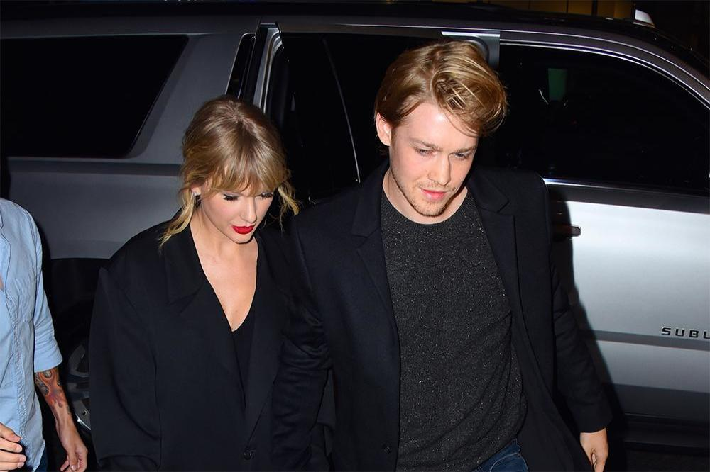 Taylor Swift celebrates Thanksgiving with Joe Alwyn