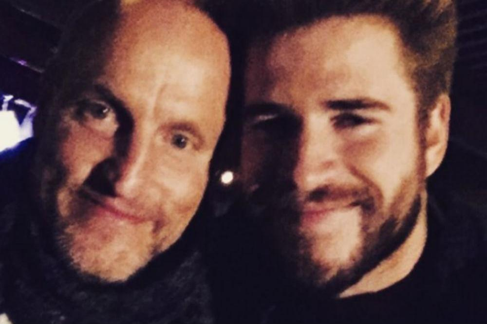 Woody Harrelson and Liam Hemsworth (c) Instagram