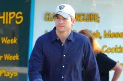Ashton Kutcher's daughter is too affectionate