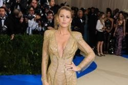Blake Lively sent doll pictures to Leonardo DiCaprio