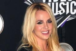 Britney Spears mobbed in Israel