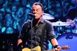 Bruce Springsteen finds therapy useful
