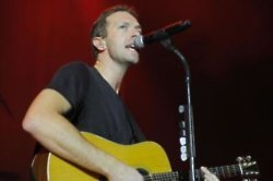 Chris Martin 'cosied up to Katy Perry at Glastonbury'