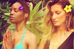 Gisele Bundchen and Kiara Kabukuru meditating (c) Instagram