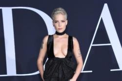 Halsey disappointed in male dominated AMA nominations