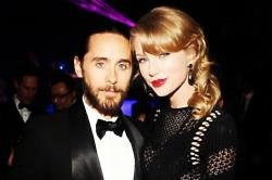Jared Leto and Taylor Swift at the Golden Globes (c) Instagram