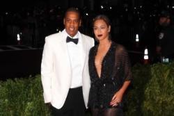 Jay Z serenades Beyonce