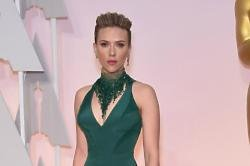 Scarlett Johansson Says There Nothing Creepy About John Travolta