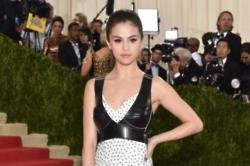Selena Gomez to Donate Revival Tour Proceeds to Lupus Research