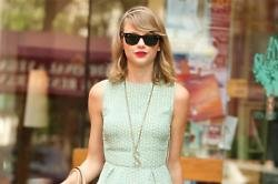 Taylor Swift Leads Tribute To Oscar de la Renta