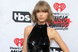 Taylor Swift Gushes over Calvin Harris at iHeartRadio Awards