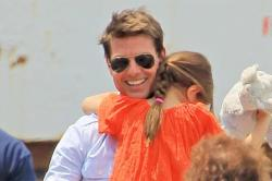 Tom Cruise to Buy Suri $13.5m House for Christmas