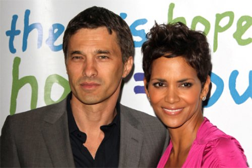 Dating history of halle berry