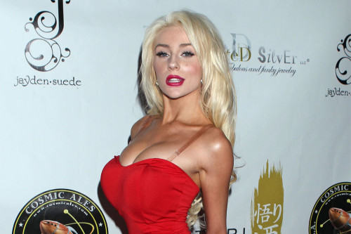 Courtney Stodden thanks Jason Biggs for personal apologies for past comments