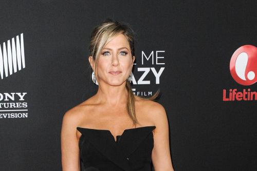 Jennifer aniston shaved apologise