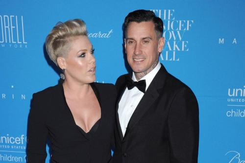 Carey Hart sends out 'looter' warning