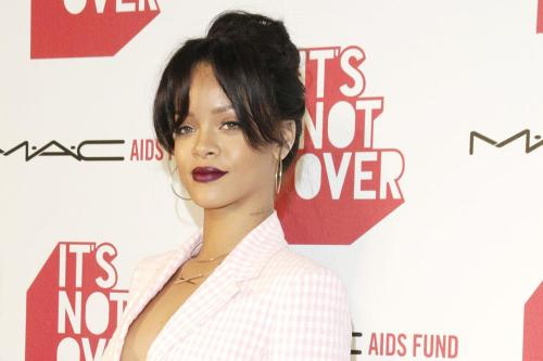 Rihanna Giving Fans Chance To Meet Her For $10,000
