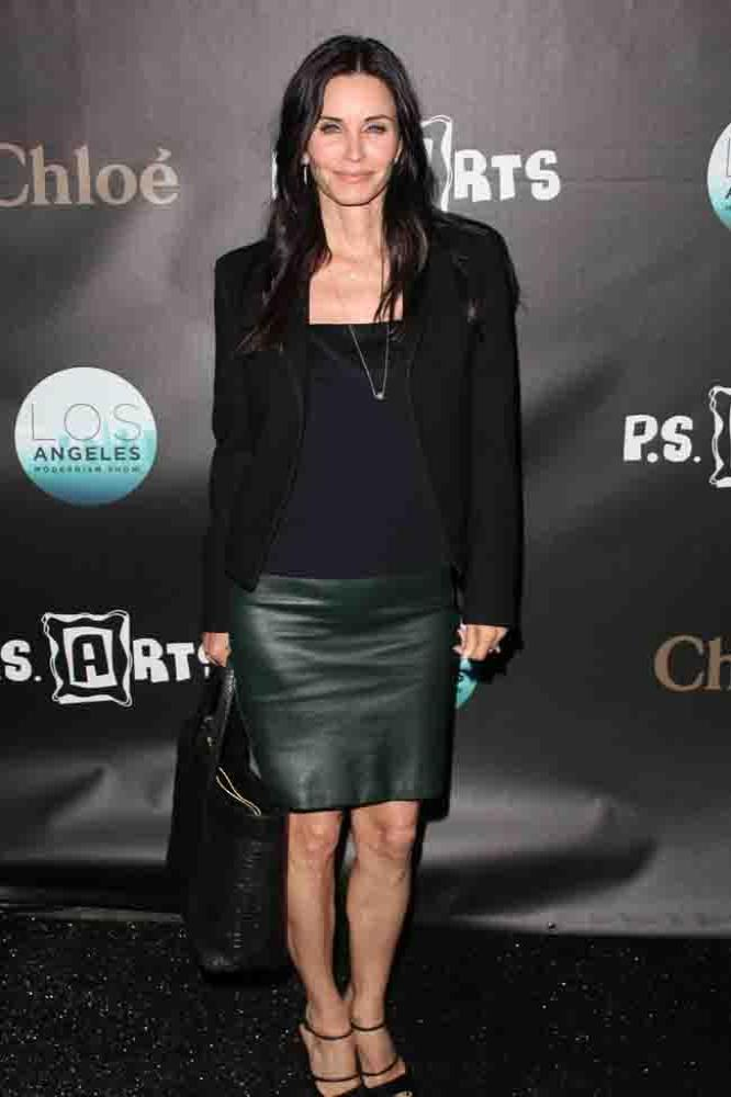 Sensational Courteney Cox Looking For A New Hairstyle Short Hairstyles Gunalazisus
